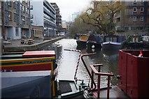 TQ3283 : Wenlock Basin, Regent's Canal by Ian S