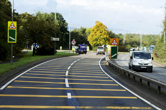 Great Western Road (A82) approaching Dunglass Roundabout