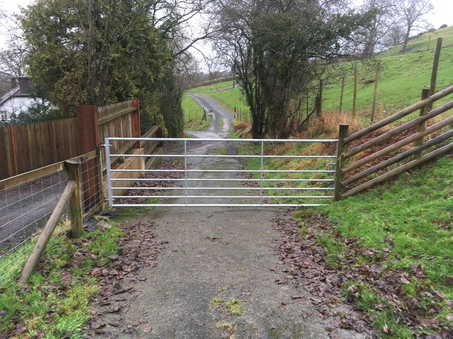Gate on road to Cefn-dyrys