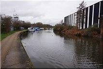 TQ2282 : Grand Union Canal towards Kew Curve Bridge by Ian S