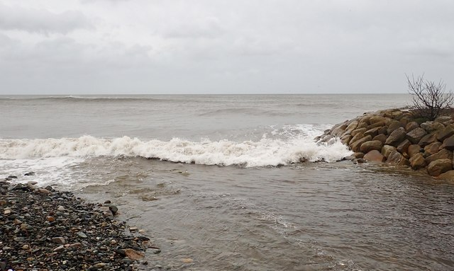 Stormy sea at the estuary of the Glen River