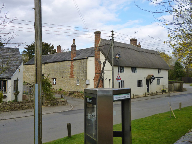 Phone box and thatched house, Gawcott