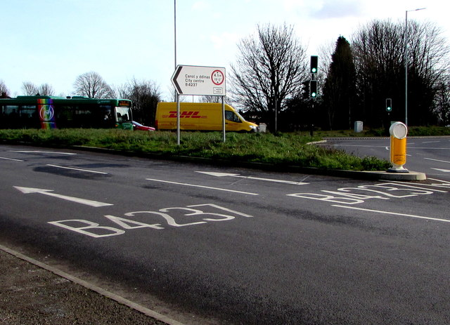 B4237 direction signs, Cardiff Road, Newport