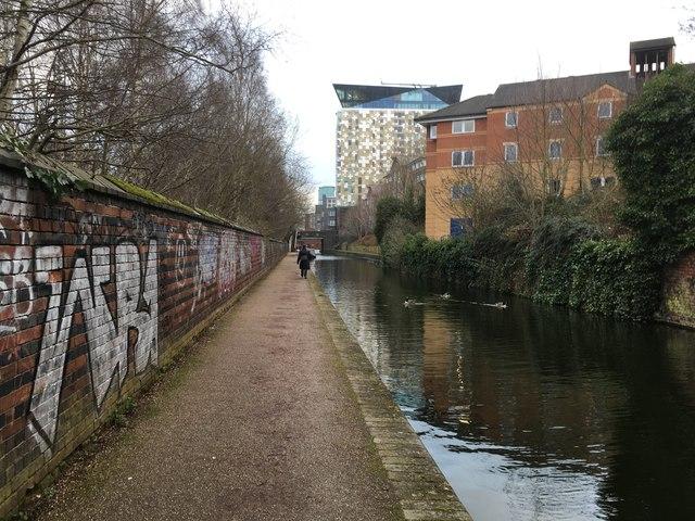 Worcester & Birmingham Canal by Graeme Reeves