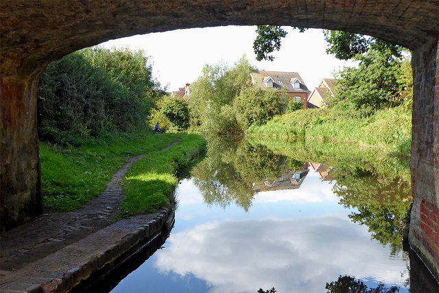 Canal approaching Penkridge in Staffordshire
