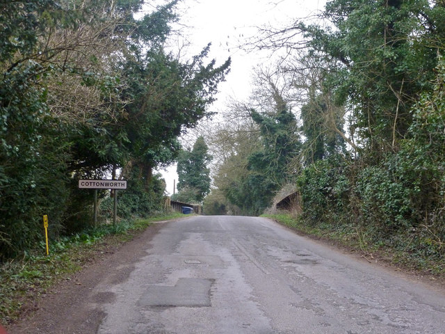 Approaching Cottonworth on Fullerton Road