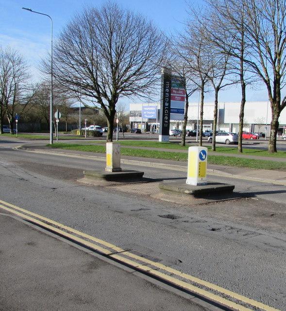 Keep Left sign pointing the wrong way, Docks Way, Newport