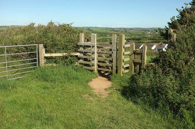 Gate near Lynstone