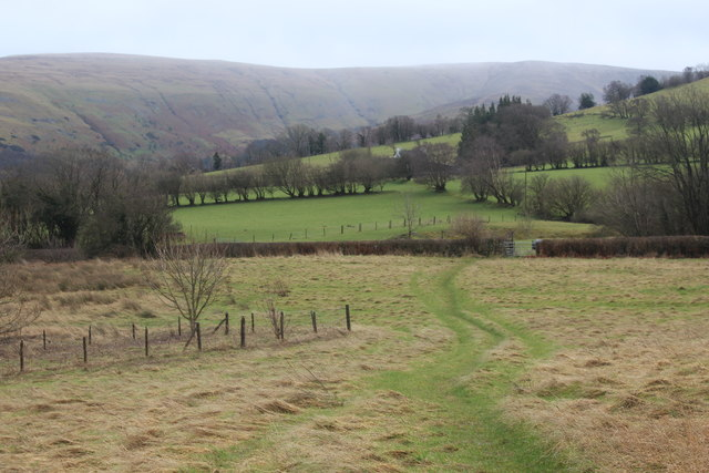 Footpath south down to A4125
