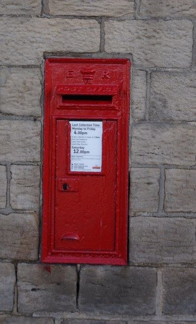 Postbox on The Green, Guiseley