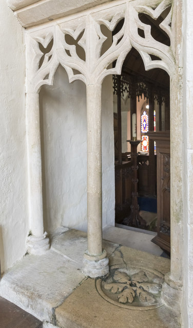 Squint and Piscina, Greatford church