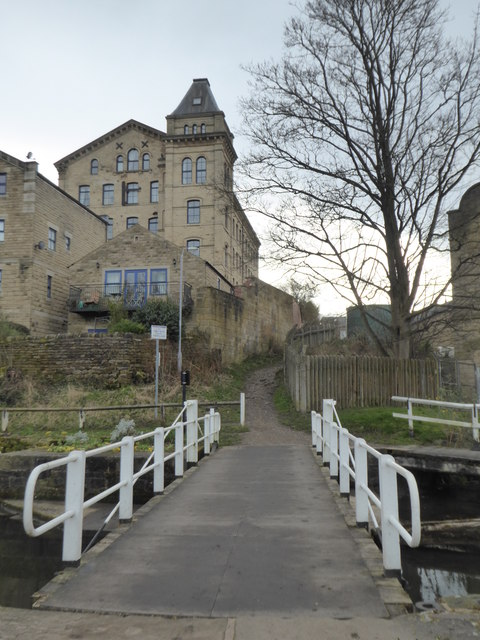 Leeds and liverpool Canal - swingbridge