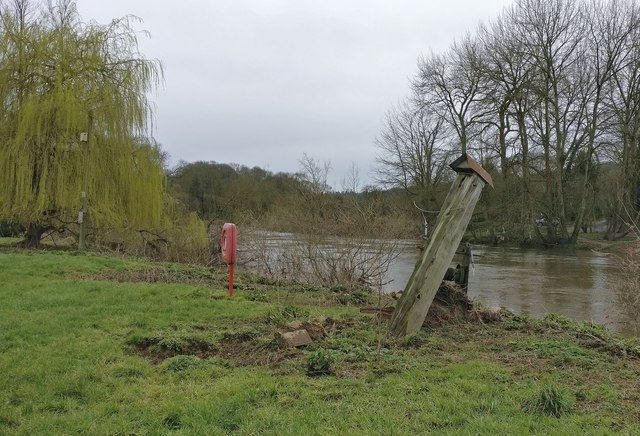 Site of the former Hampton Loade Ferry