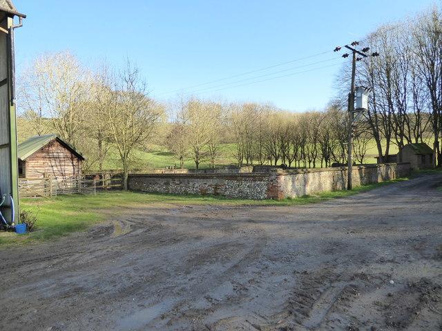 Walled enclosure, Nine Oaks Farm