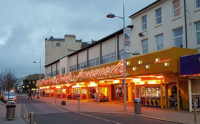 Clacton-on-Sea: Amusement arcade in Pier Avenue