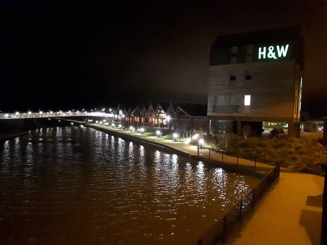 H&W bar/restaurant and the footbridge over the Wilts & Berks canal near Waitrose