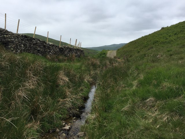 Byway heading to Stile End