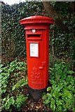 SU9877 : George the VI postbox on Slough Road, Datchet by Ian S