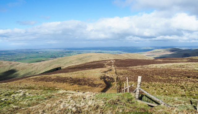Fence line connecting Burnbank Fell with Blake Fell