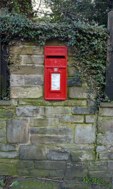 Post box, Moorside (A 643), Cleckheaton
