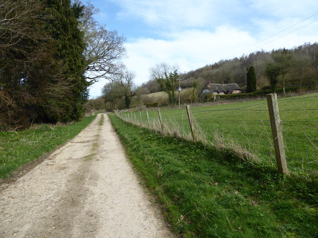 Approaching Cleeve Cottage