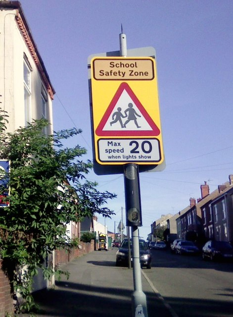 UK School Safety Zone Max Speed 20  When Lights Show Sign