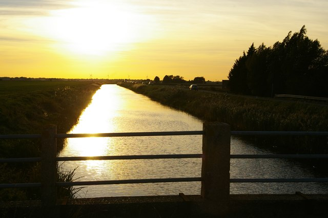 Looking west into the sunset along Forty Foot Drain, at Puddock Bridge