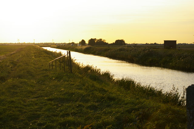 Looking west along the Forty Foot Drain at Puddock Bridge