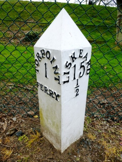 Replacement Milepost by the A374 in Torpoint