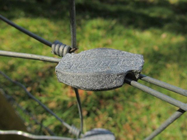 Wire-net fencing tie