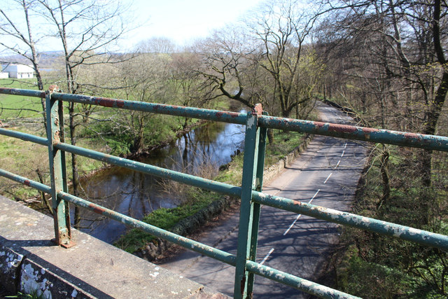 The A760 road and the River Calder
