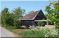 SU5789 : Old Wooden Barn at Mackney by Des Blenkinsopp