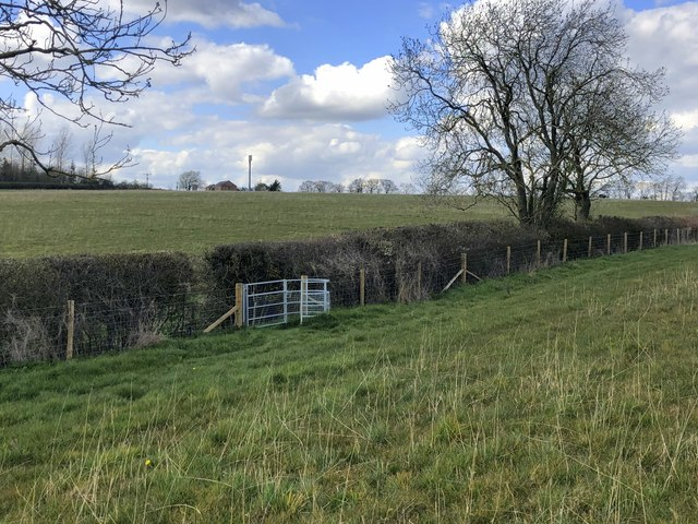 Gate on the footpath to Whaddon