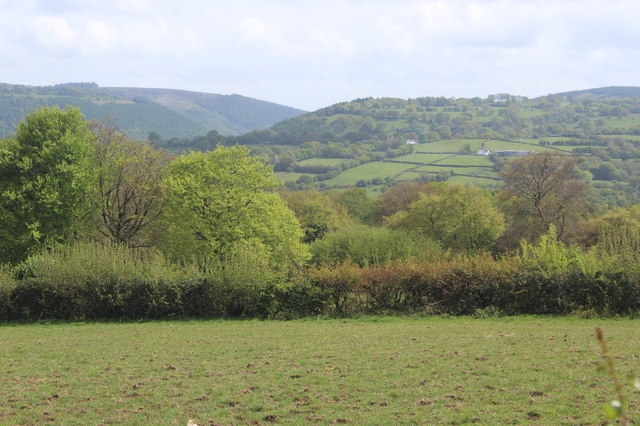 View across flank of Cwm Dows