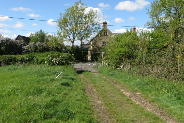 Bridleway out on to North Crawley Road
