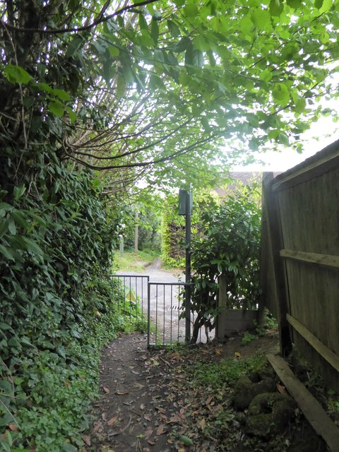 Path from Scotland Lane arrives in Hill Road
