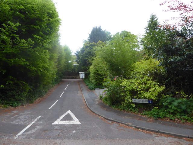 Looking from Scotland Lane into Chiltern Close