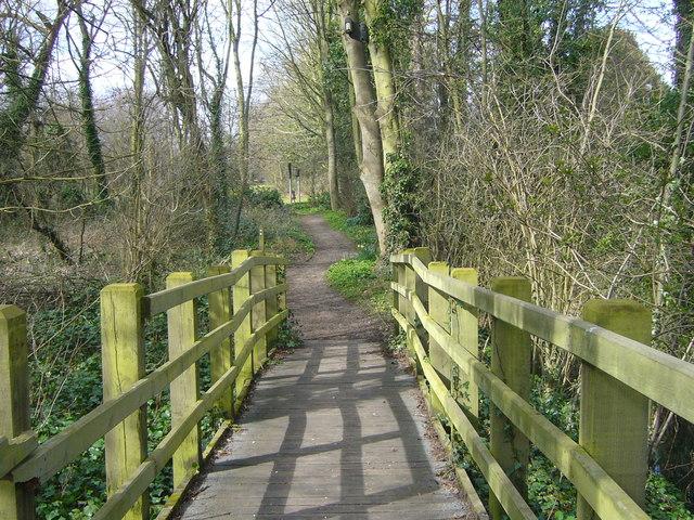 Footbridge on Thames Path at Halliford