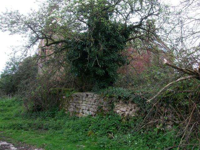 Derelict farmhouse, Parkgate Farm