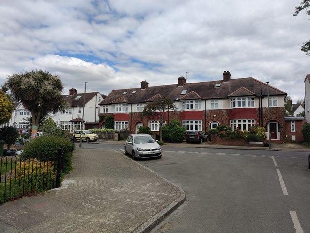 Gunners Road meets Tilehurst Road