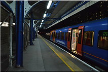 SU6400 : Platform 4, Portsmouth & Southsea Station by N Chadwick