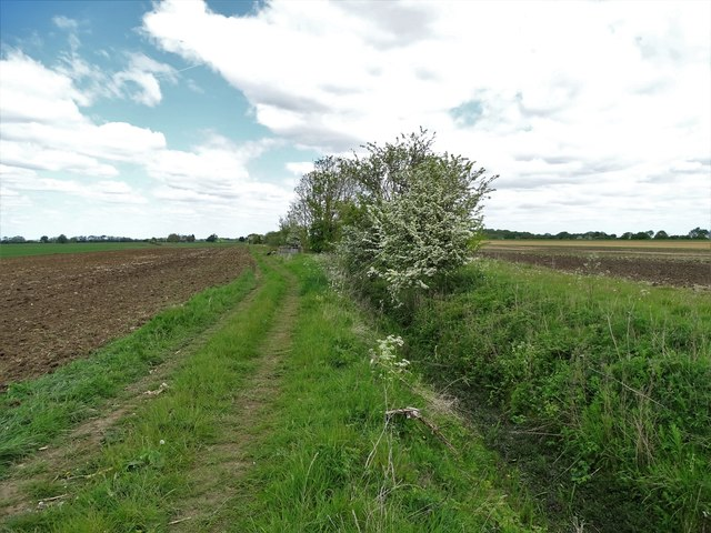 Drain and farm track in the parish of Redbourne