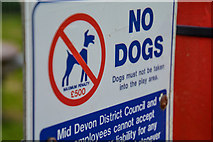 SS9712 : Tiverton : No Dogs Sign by Lewis Clarke