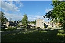 SE6250 : Derwent Lawns and Derwent College by DS Pugh