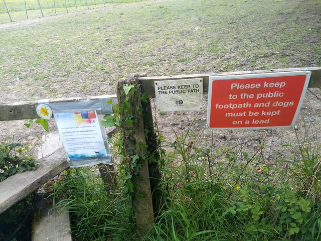 Abundance of footpath notices at Lythe Farm