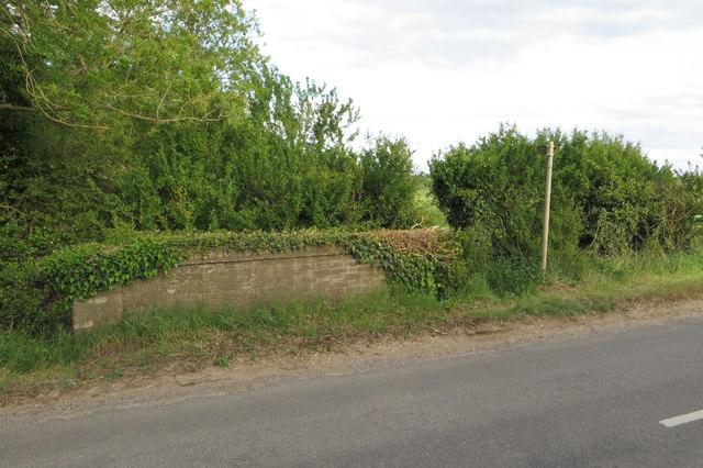 Footpath to Brook Farm