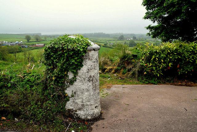 Round stone pillar, Tycanny