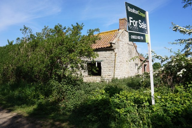 Disused cottage for sale on Ryton Rigg Road