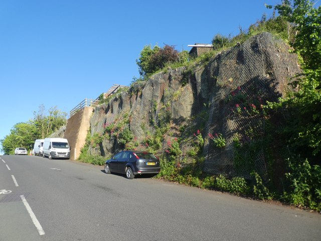Retaining wall by Quarry Lane, Exeter