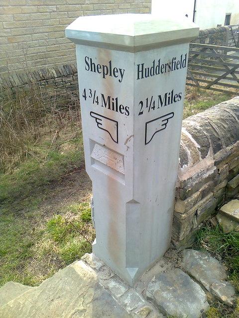 Modern Waymarker, Hill Side, Kirkheaton - North side